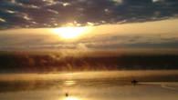 По пути, на ярославском шоссе встретили вот такое озеро и не смогли не сфотографировать.