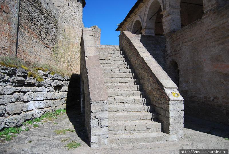 Лестница на крыльцо Успенского собора