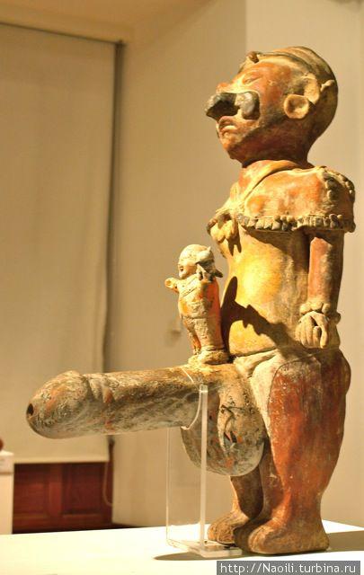 Хипе Тóтек — бог, представляющий мужскую силу, рассвет, любовь.