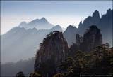 В районе гор Хуаншань, насчитывается 77 пиков выше 1000 м над уровнем моря.