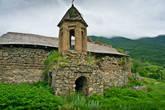 Первая остановка — древняя церковь.