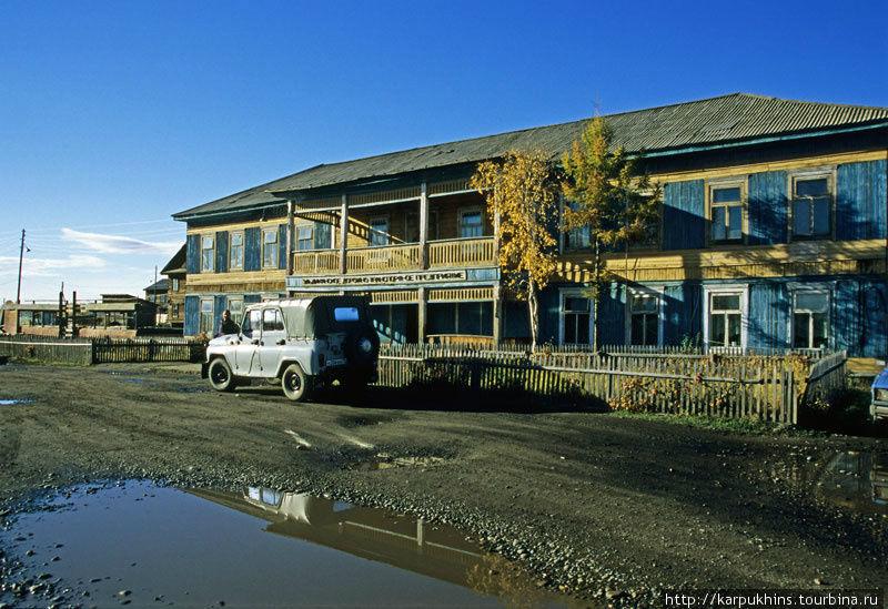Автотранспортное предприятие в Эльдикане. Здесь же гостиница.