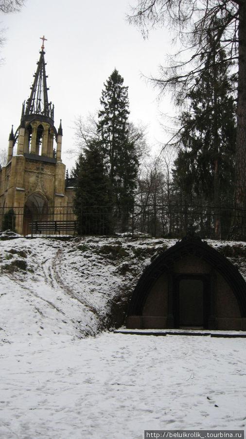 Храм и склеп Адольфа.