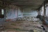 А это школа изнутри, когда ходишь по этим руинам, невольно пытаешься представлять, как лет 30 назад в этом классе проходили занятия с детьми.