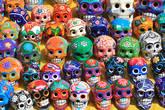 Разноцветные черепки — один из самых забавных сувениров, которые можно привезти из Мексики.