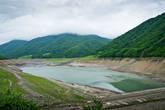 Водохранилище Зонкар. Сейчас воды в нем совсем мало, а в иные времена оно бывает заполнено до краев, на 80 м выше, чем сейчас.
