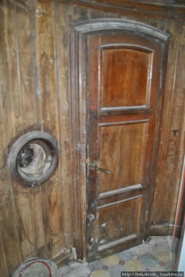 Заветная дверца на балкон к сожалению заперта
