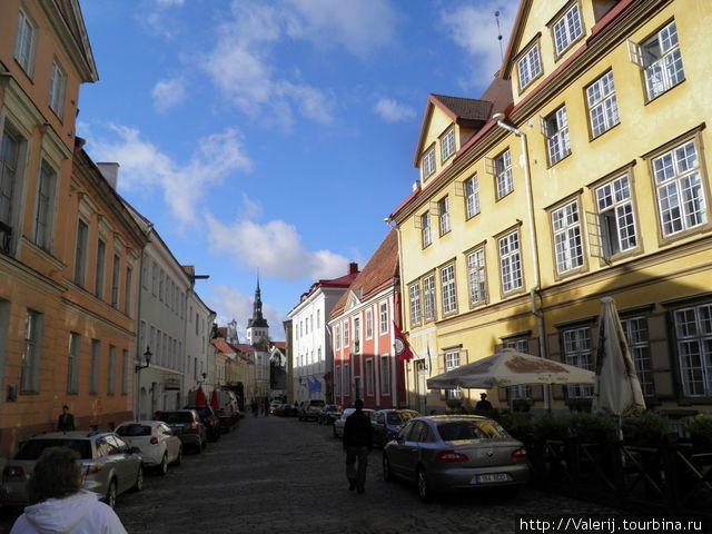 У Вас не появилось аналогии с набережной Нью Хавн в Копенгагене. Те же краски и, почти, то же настроение праздника.