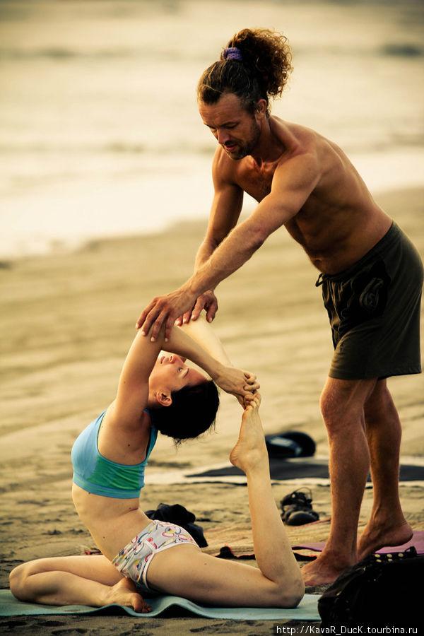 Йога на пляже. Анита и Борис
