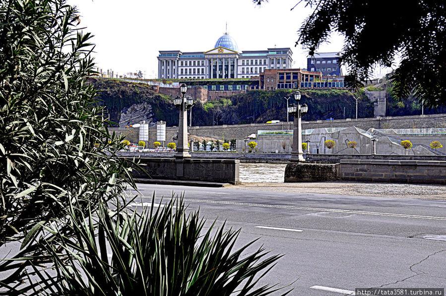 Прогулка по набережной Куры Тбилиси, Грузия