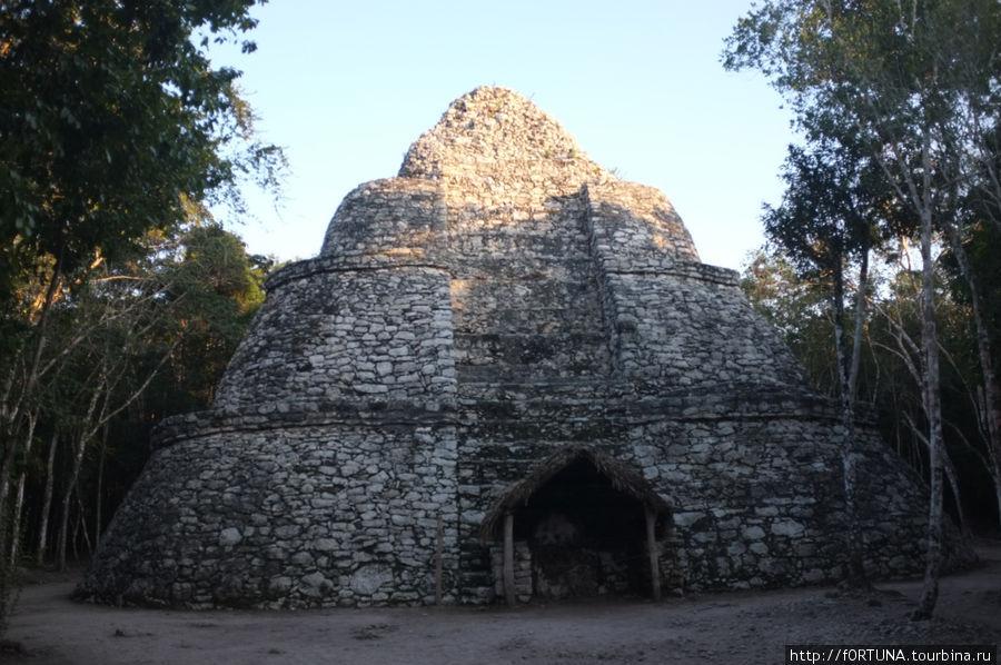 Круглая пирамида