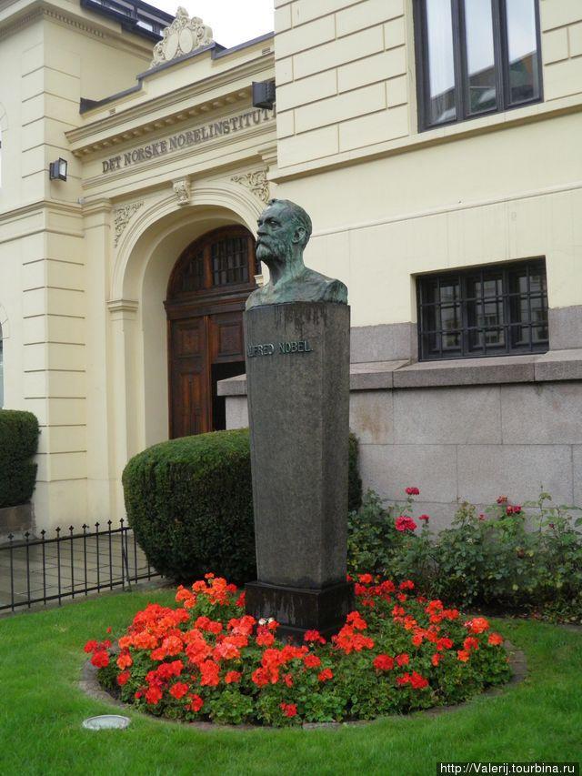 Памятник Нобелю.