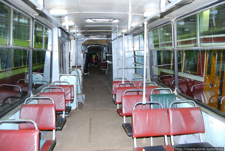 Внутри самого длинного в мире трамвая