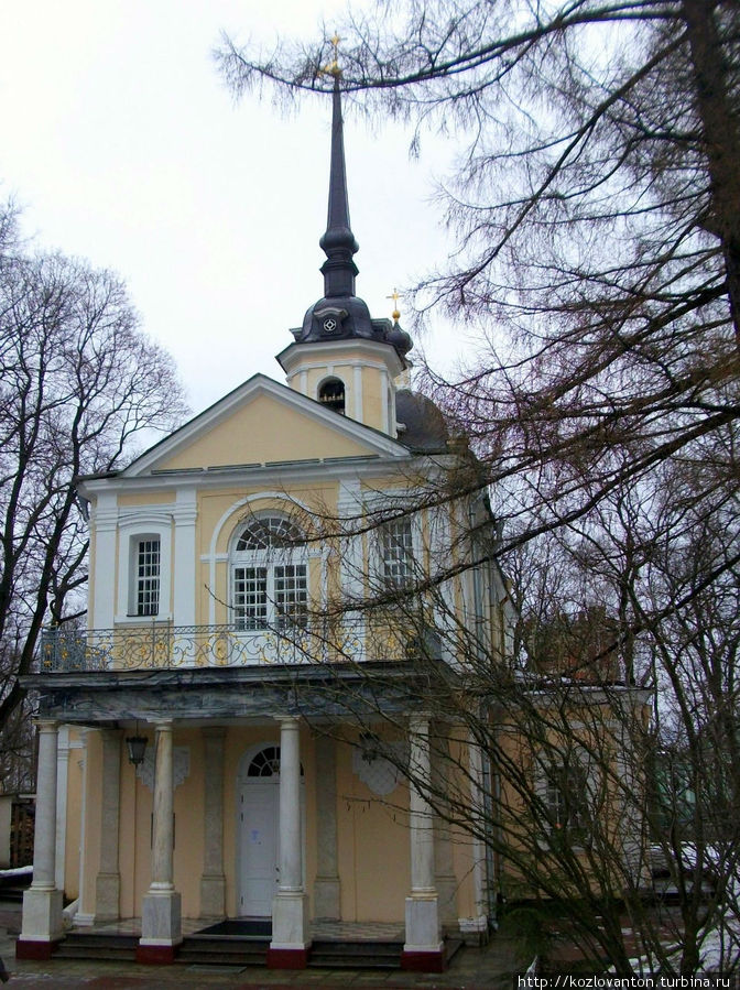 Знаменская церковь, построенная в 1734-47 г.г. архитекторами М.Земцовым и И.Бланком.