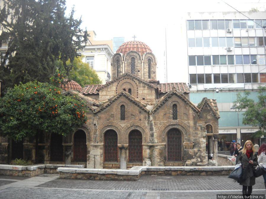 Церковь и её окружение