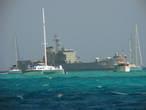 Выход в море. Военный корабль нарушает ощущение затерянности и путешествия в прошлое