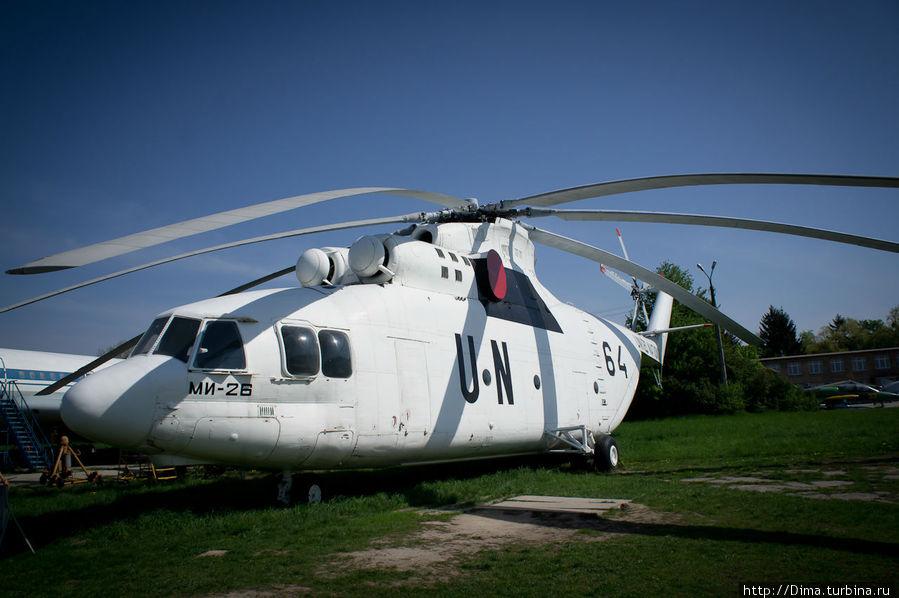 Большой вертолёт. Ми-26. Кстати, по-украински вертолёт — гелiкоптер.