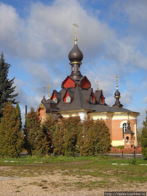 Вид на церковь с привокзальной площади