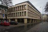Советская архитектура в центре тоже встречается, но она почему-то не вызывает отторжения. Во Франции я тоже такие дома встречал, например.
