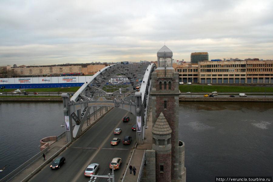 Вид на мост из башни