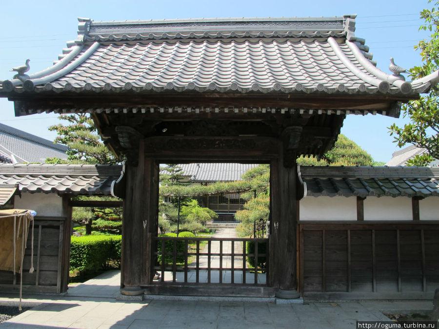 Это уже вход в другой дворик Конан, Япония