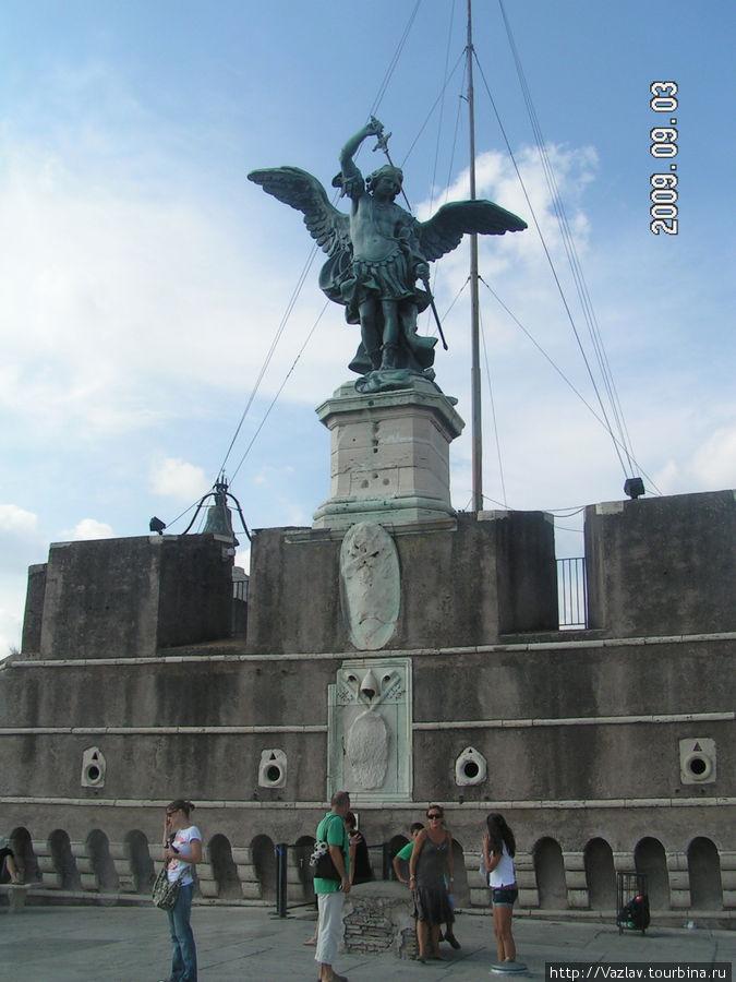 Ангел на крыше замка