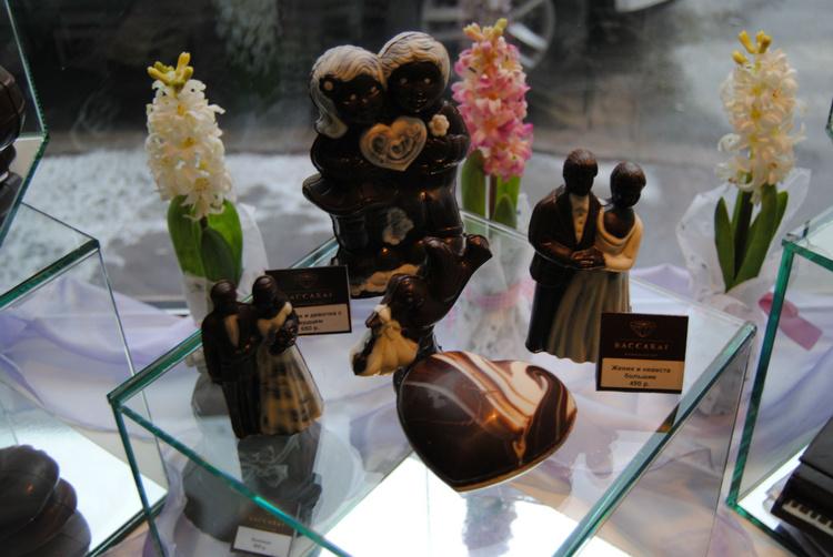 Шоколадные фигурки, на са