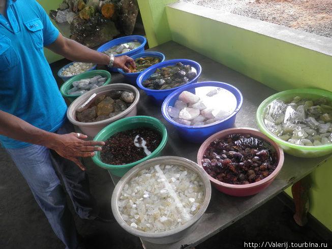 Камни, которые добываются в Шри Ланке.