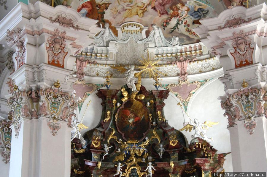 Detalhe do arco triunfal acima do altar