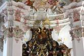 Деталь триумфальной арки над алтарём