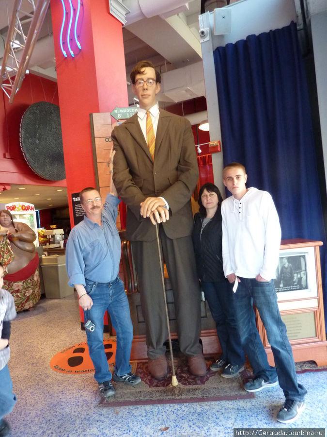 С самым высоким человеком.
