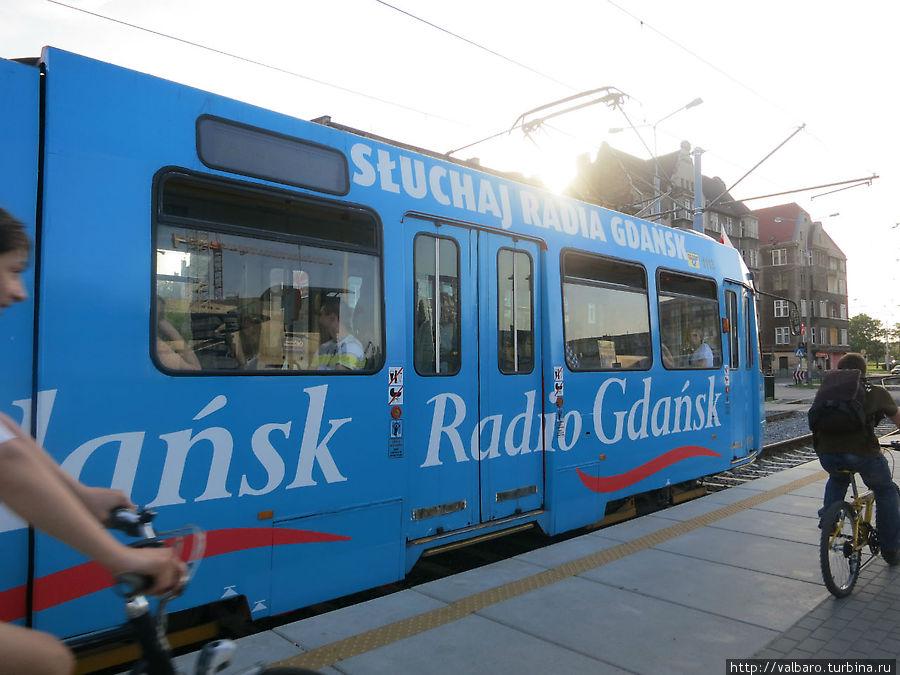 Эти вагоны, судя по открытым окнам, скорее всего без кондиционера.
