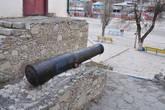 Пушка крепости на площади, возле музея.