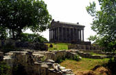 Так храм выглядит летом (фото из интернета)