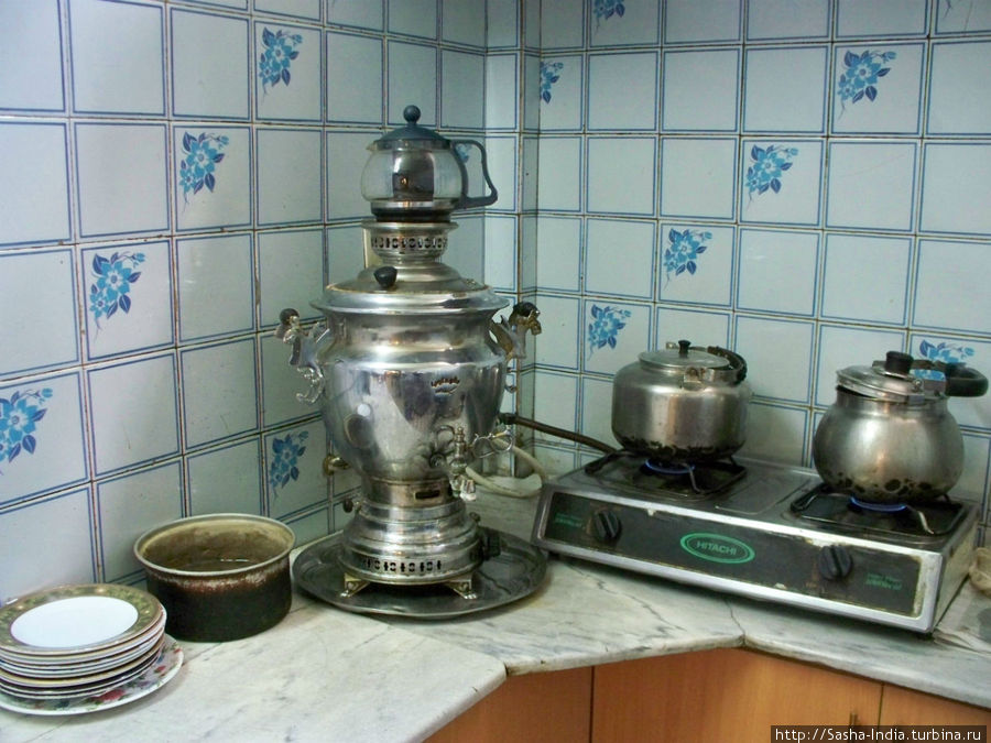 На кухне гостиницы есть самовар (!)