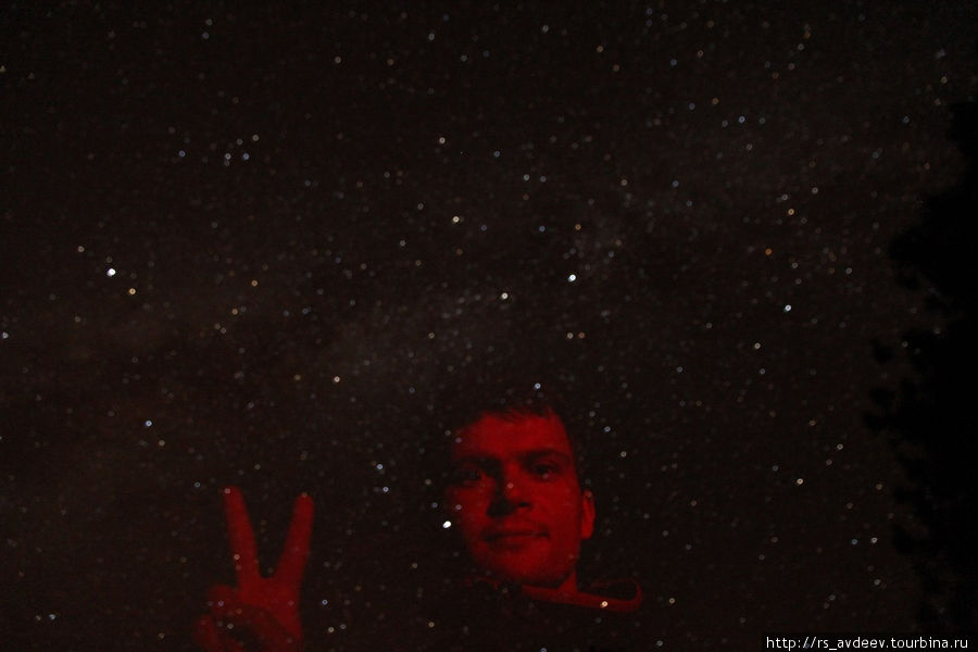 Фотографируемся на фоне млечного пути, никакого фотошопа, красный фонарик, небо в горах и выдержка на фотоапорате в 30 секунд