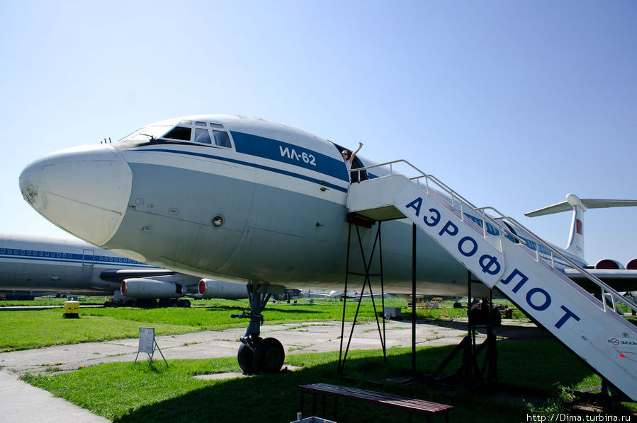 Идём внутрь Ил-62