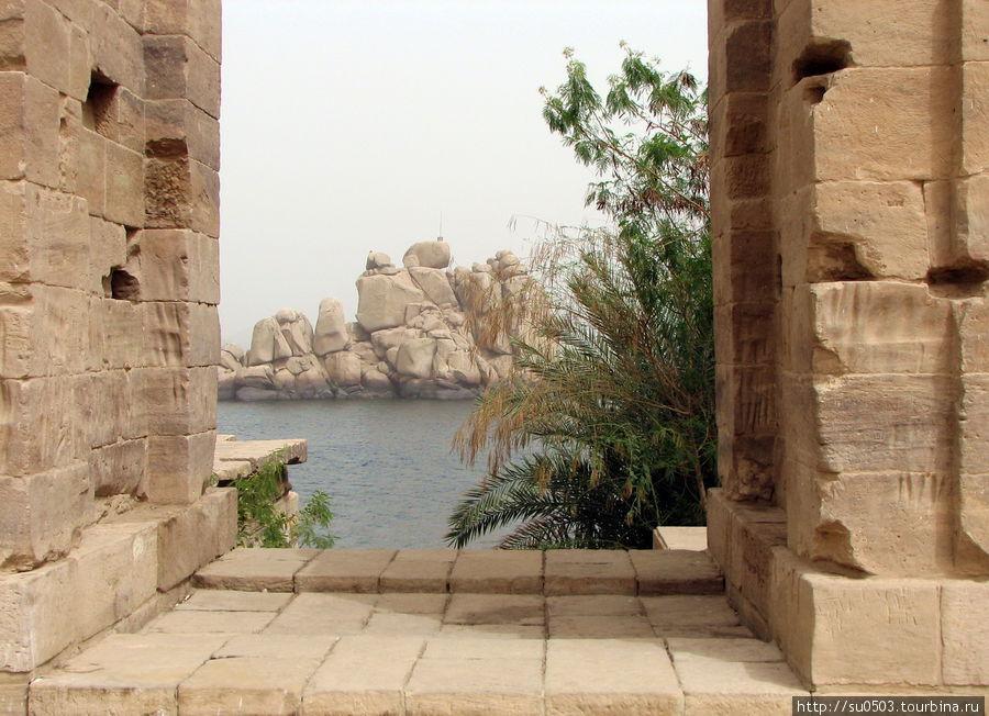 В храме Исиды