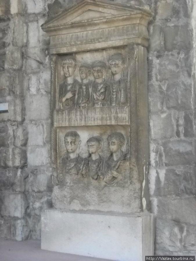 Один из античных памятников