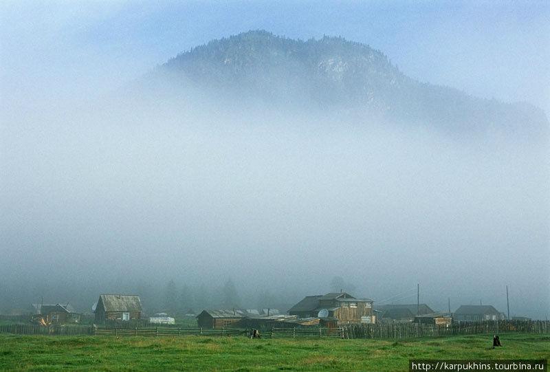 По утрам в Верхней Гутаре почти всегда туман.