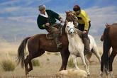В жизни Казахов умение мастерски управлять конем было жизненной необходимостью. Постоянно шли войны, и, чтобы защитить свой род, требовались могучие, отважные и умелые джигиты. В перерывах между войнами они поддерживали свою силу и сноровку в лихих конных забавах, таких как кокпар.