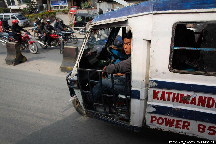 Непальские моторикши.