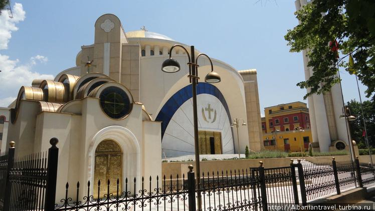 Вид на храм с улицы