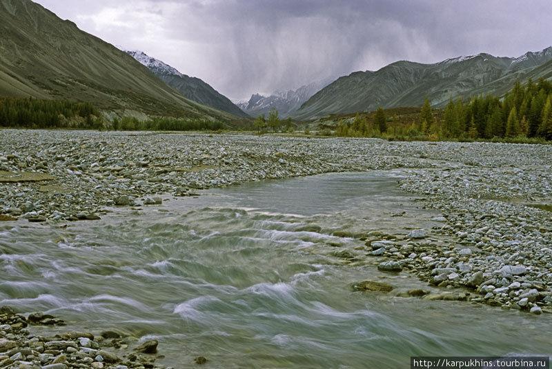 Ниткан. Ниже, когда Ниткан сольётся с Авлией, река станет называться Юдомой.