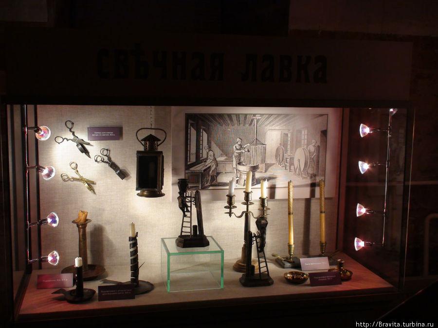 Свечи с различными подсвечниками и устройствами для подъема свечей