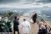 Не сфотографироваться в таком зачётном месте недопустимо, тем более в свадебный день :)