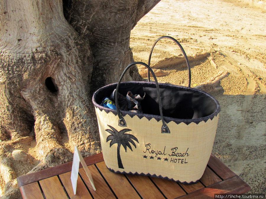 спасибо отелю, снабжают постояльцев удобной пляжной сумкой