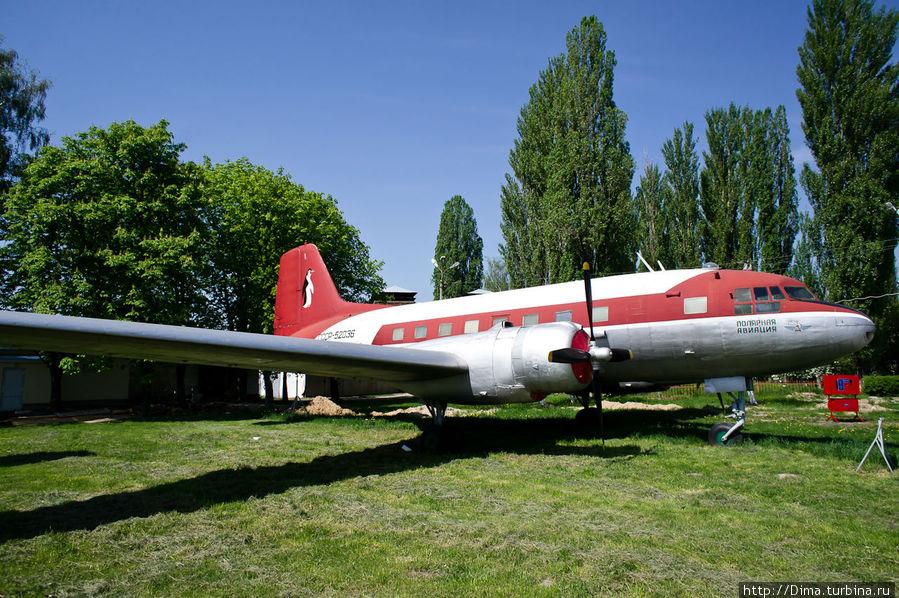 А это представитель арктической авиации. Вот в нём бы побывать внутри!