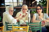 Похоже, бабушки тоже впечатлились беспардонным поведением внезапного посетителя!