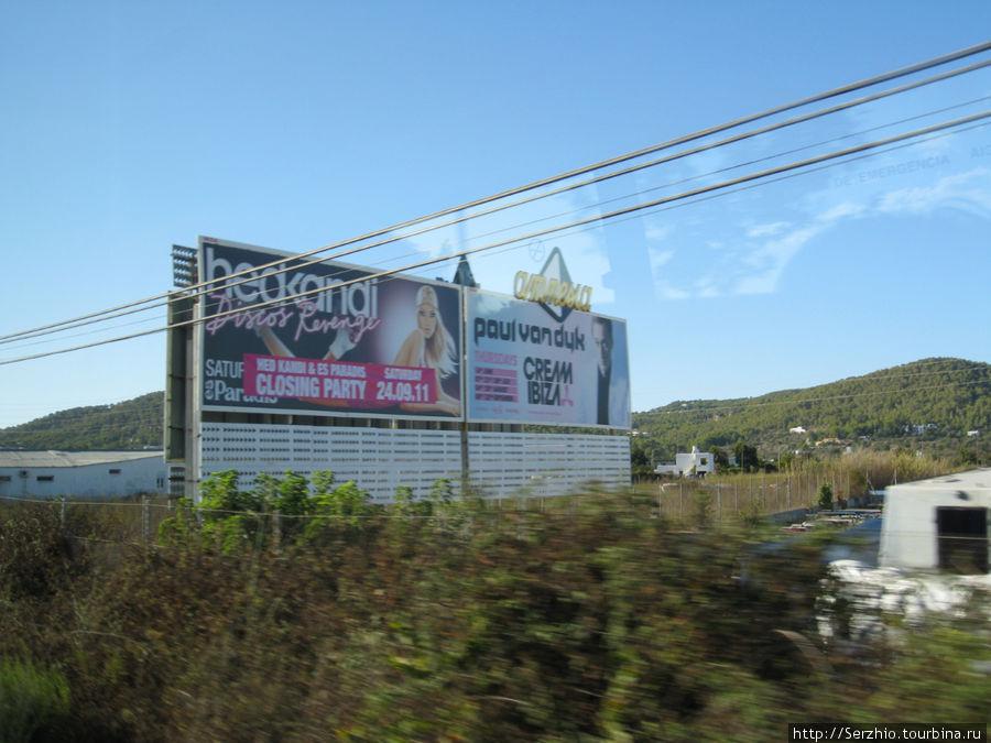 А это рекламные плакаты вдоль дороги Сан-антони-Эивисса. Реклама разительно отличается от аналогичных в Москве.